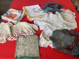 DOIlIES  NAPKINS  TABlE RUNNER AND DOll SHAWl