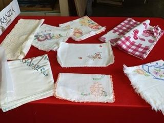 TABlE ClOTHES  RUNNERS  lACY APRON DOIlIES