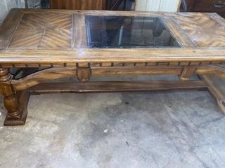 COFFEE TABlE WITH GlASS INlAY