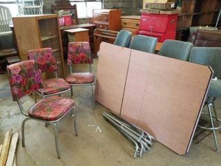 1950 S KITCHEN TABlE AND CHAIRS   3 CHAIRS HAVE