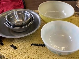 STAINlESS STEEl BOWl SET AND 2 PUREX MIXING BOWlS