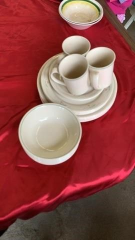 PARTIAl SET OF COREllE DISHES  3 CUPS  8 lARGE