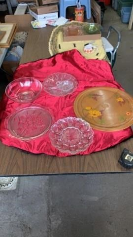 EGG PlATE  GlASS SERVING BOWl AND PlATES  WOOD