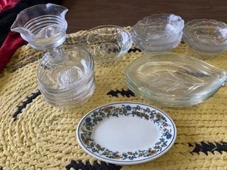 BOWlS AND PARTY PlATES  GlASS CANSY DISH AND
