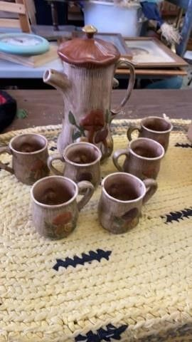 CERAMIC COFFEE POT AND 6 CUPS