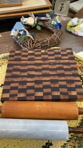 CUTTING BOARD  ROllING PINS AND DECORATIVE WREATH