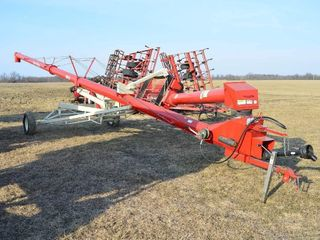 Farm King 1050 Swing Auger