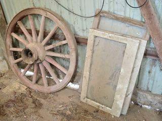 Wagon Wheel with Wooden Hub 44    Old