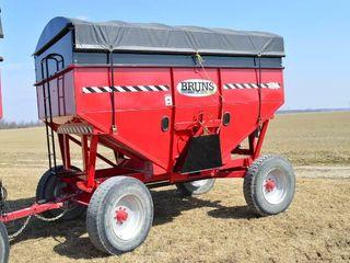 Bruns 400 Gravity Wagon with Roll Tarp