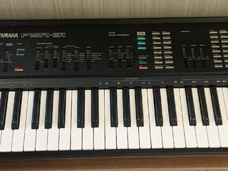 Yamaha PSR 31 Keyboard with Stand