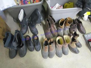 TOTE OF SHOES AND BOOTS