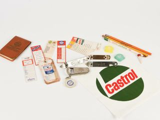 GROUPING OF VINTAGE SERVICE STATION COllECTIBlES