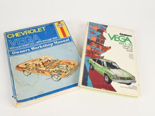 lOT OF 2 1970 S AUTOMOTIVE GUIDE   MANUAl