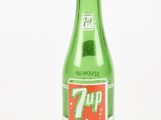 7UP  YOU lIKE IT  IT lIKES YOU  7 OZ  BOTTlE