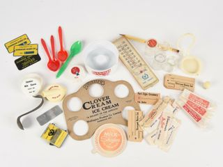 lARGE GROUPING OF DAIRY COllECTIBlES