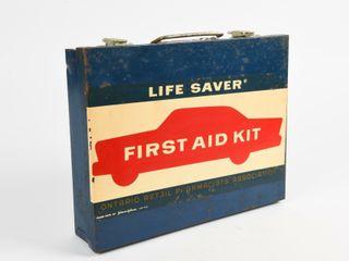 VINTAGE lIFE SAVER FIRST AID KIT