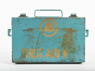 VINTAGE BEll CANADA METAl FIRST AID KIT   CONTENTS