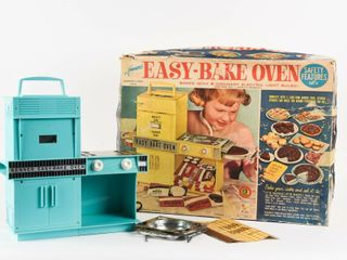 KENNER S EASY BAKE OVEN  1600   BOX   NOS