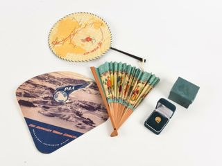 GROUPING OF 4 VINTAGE AIR TRAVEl COllECTIBlES