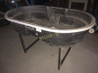 Rubbermaid Tub w  Metal Base  Duck Pond