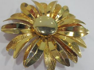 GIlDED METAl DOUBlE PETAl BROOCH   HAND HAMMERED