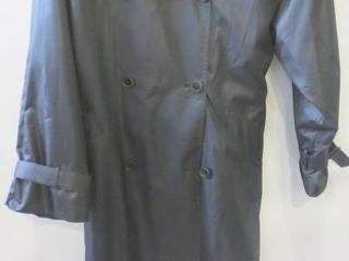 lONDON FOG lADIES TRENCH COAT SIZE 18