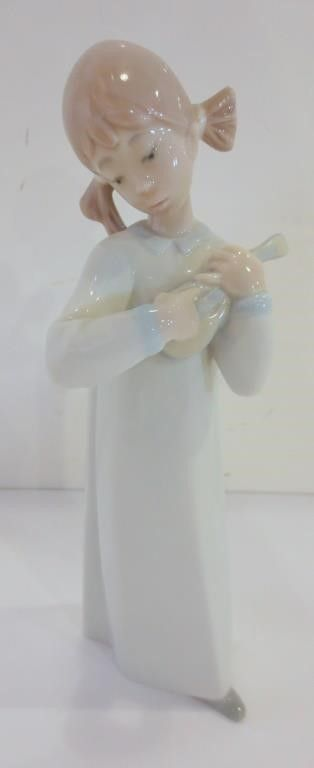 NAO llADRO FIGURINE GIRl WITH MANDOlIN   8 H