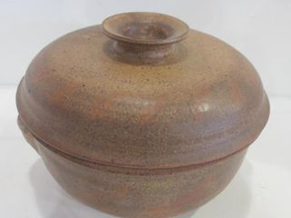 12  HAND THROWN lIDDED POTTERY CASSEROlE