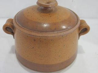 8  HAND THROWN lIDDED POTTERY CASSEROlE