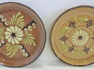PAIR OF 8  DECORATIVE POTTERY PlATES