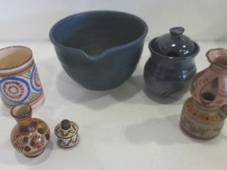 BlUE POTTERY 7  BOWl WITH SPOUT  CONDIMENT POT