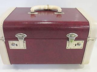VINTAGE RED AND WHITE TRAIN CASE   CIRCA 1950