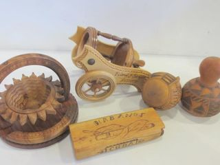 WOOD AND GOURD COllECTIBlES
