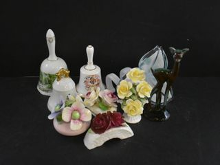3 BEllS  4 POSIES CHIPPED   ART GlASS FlOWER CHIP