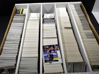 HOCKEY   BASEBAll CARDS IN A BOX
