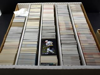 HOCKEY CARDS IN BOX  ASSORTED