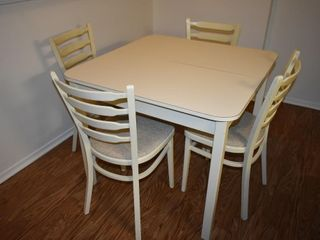 DINING ROOM TABlE W  4 CHAIRS