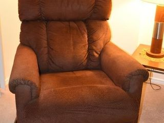 lAZ BOY REClINER  32 5  X 30  X 38