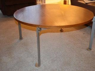 CIRCUlAR WOOD COFFEE TABlE W  METAl lEGS