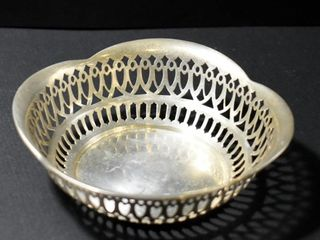STERlING PIERCED EDGE BOWl  4   D  46 GRAMS