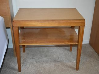 SIDE TABlE W  SHElF  25  X 15 25  X 23