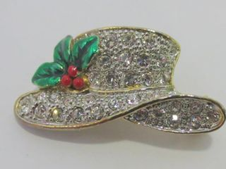 RHINESTONE HAT SHAPED BROOCH SIGNED lA SCAlA