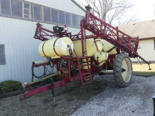 Hardi 650 Sprayer w 66ft Boom
