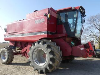 Case IH 1666 Axial Flow Combine w 1020 Flexhead an