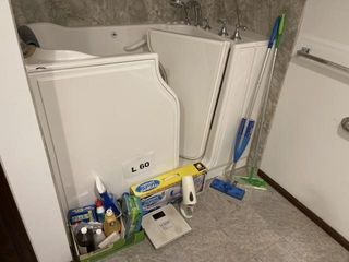 Miscellaneous cleaning supplies