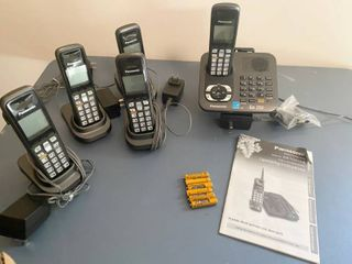 Panasonic Home Telephone System   5 Handsets w  charging bases and messaging system w  manual