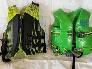 lot of 2 life Jackets Youth  Full Throttle  50 90 lBS and Ski Mister VGCS 23 26