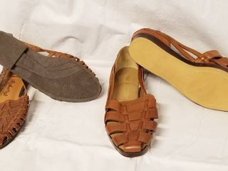 lot of 2 Brown Sandals    1  leather Craft 7 1 2  and Other is Cabin Creek 7 1 2