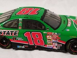 Collectible Die Cast Race Car w  Movable Trunk and Hood      18   Interstate Batteries   MBNA   Circuit City WOW