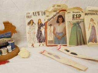 lot of Sewing Items   Wood Thread Holder  Simplicity Patterns  and Zippers